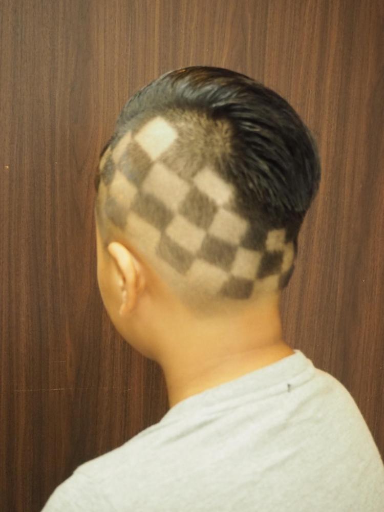 カット メンズ メンズセルフカットの方法!前髪・後ろ髪の切り方のコツも All About(オールアバウト)